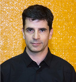 ניר ביקלס - שחקן, כותב ומאייר | תיאטרון פלייגו